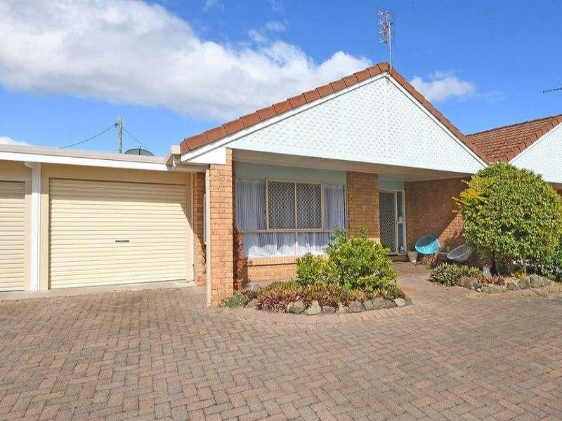 SPACIOUS UNIT LOCATED IN A CENTRAL POSITION, THE BEACH, COAST, C.B.D. STOCKLANDS SHOPPING CENTRE, THE GOLF COURSE IS APPROX A FIVE MINUTE DRIVE AWAY.