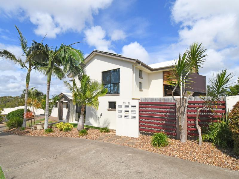 IMMACULATE LOVING FAMILY HOME, EXCEPTIONALLY CLEAN AND VERY WELL MAINTAINED, SPOTLESS, SOLAR SYSTEM, REFURBISHED 2018 - 2019, APPLIANCES, NEW CARPETS.