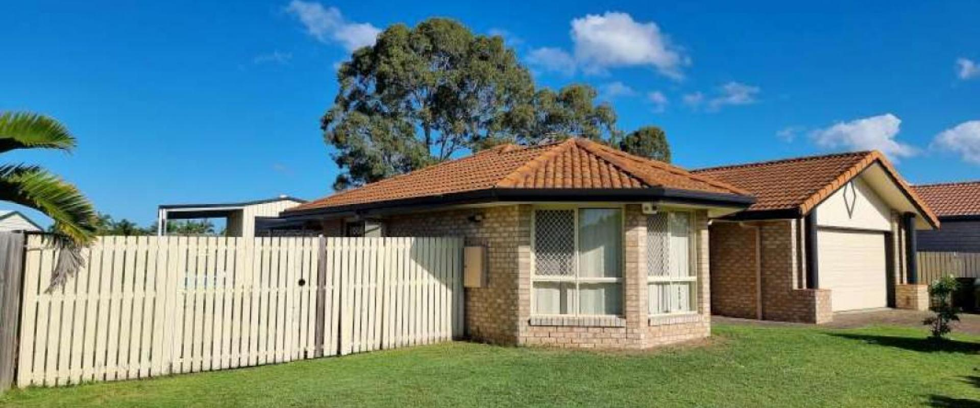 NO REAR NEIGHBOURS, LARGE CARAVAN SHED, VEHICLE PORT, SOLAR SYSTEM, GOOD SIZE LIV, DINING,  SEPARATE FAMILY RM, CLOSE TO SHOPPING CENTRE & GOLF COURSE