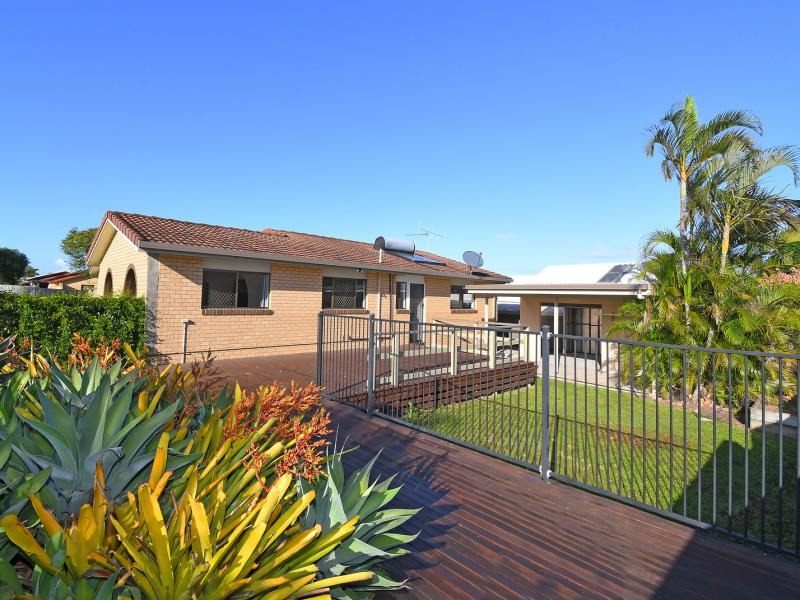 SEPARATE ANNEXE, 2 ROOMS, IDEAL RELATIVE OR GUEST ACCOMMODATION, PERHAPS HOBBY OR WORK CONSULTING ROOMS - CORNER 757 SQM BLOCK - CARAVAN PARKING AREA.