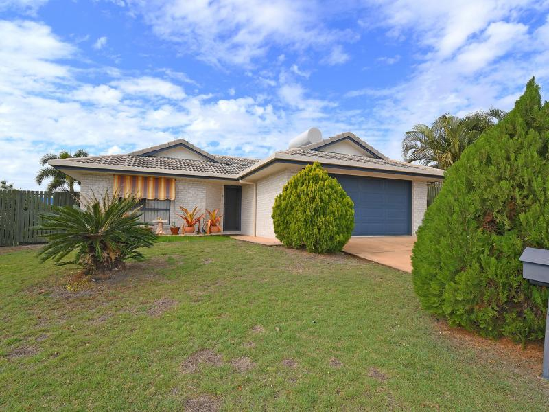 "ADJACENT TO HERVEY BAY HOSPITAL ON THE EXCLUSIVE ""HIGHFIELDS ESTATE""  LIVING, DINING AND SEPARATE FAMILY ROOM, SUPERB LARGE COVERED ENTERTAINMENT AREA"