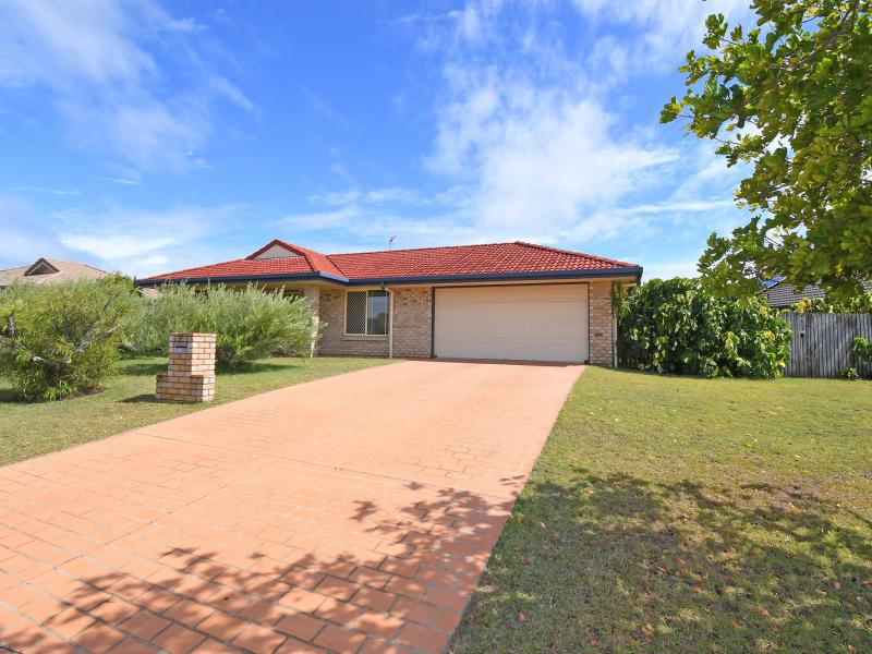 CUL DE SAC STREET, 5.6 METRE WIDE SIDE ACCESS TO THE REAR YARD, SEPARATE LIVING ROOM, FAMILY & DINING, SOUGHT AFTER SUBURB LOCATED ON THE PENINSULAR.