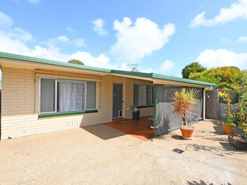 WALK TO THE WATER AT ONE END OF THE STREET & THE CORNER SHOP AT THE OTHER, SUPERB SOUGHT AFTER CONVENIENT LOCATION WITHIN THE SURROUNDING PENINSULAR.