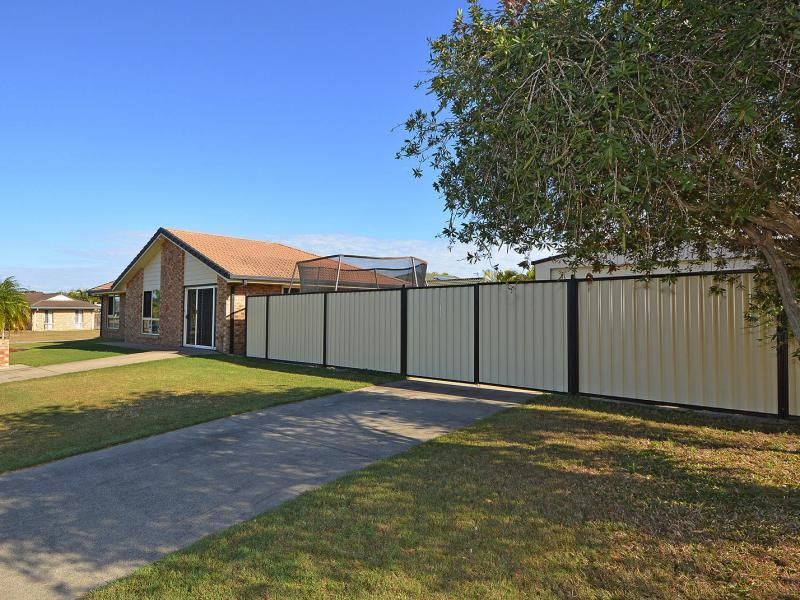 FULL ACCESS TO THE YARD WITH THIS CORNER POSITION FAMILY HOME SITUATED IN A SOUGHT AFTER COASTAL SUBURB, 2kW SOLAR SYSTEM, DUCTED AIR CONDITIONING.