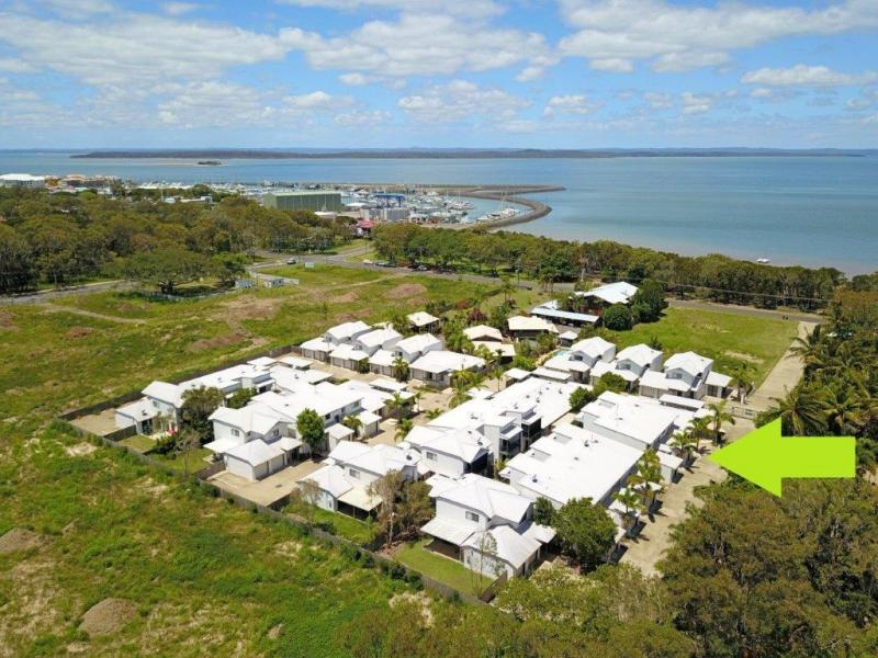 WALK TO THE BEACH, THE MARINA AND LOCAL RESTAURANTS, PERFECT SPACIOUS HOME, PERMANENT RESIDENCE, HOLIDAY HOME, AIR B & B OR A GREAT INVESTMENT.