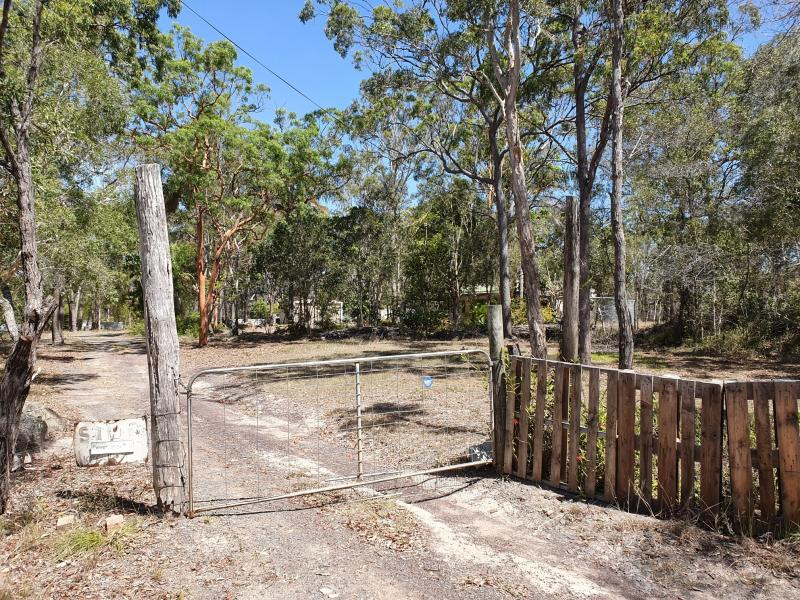 LARGE 5423 SQM BLOCK, SEMI RURAL LOCATION 15 MINUTE DRIVE OUT OF HERVEY BAY, DOUBLE SHED, AMPLE PARKING FOR LARGE VEHICLES, CARAVAN, BOAT AND TRAILER.
