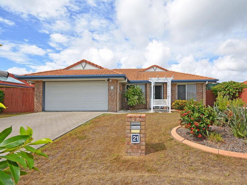 SOUGHT AFTER SUBURB, QUIET RESPECTFUL RESIDENTIAL LOCATION, MASSIVE MASTER BEDROOM, WALK IN ROBE, SEPARATE LIVING ROOM, 2 AIR CONS, GREAT DESIGN !