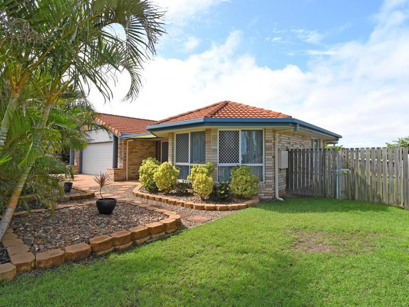 SUPERB CENTRAL LOCATION, WALK TO THE STOCKLAND SHOPPING CENTRE AND THE CENTRAL HUB OF HERVEY BAY, THE BEACH IS AT THE END OF MAIN ST - LAND 893 SQM.