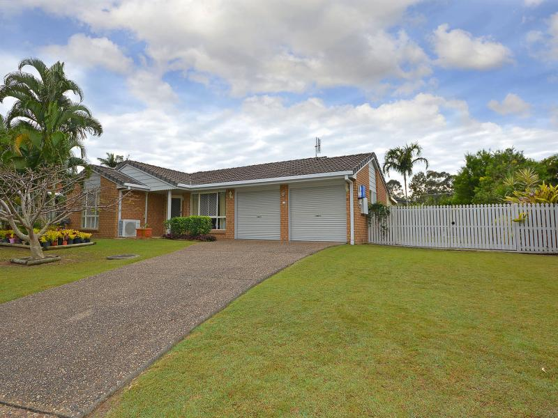 SPACIOUS 4 BEDS PLUS OFFICE OR 4 BEDS & 3 LIVING ROOMS IMMACULATE FAMILY HOME, SUPERB CUL DE SAC LOCATION, LARGE ROOMS, 5.7 METRE WIDE SIDE ACCESS.