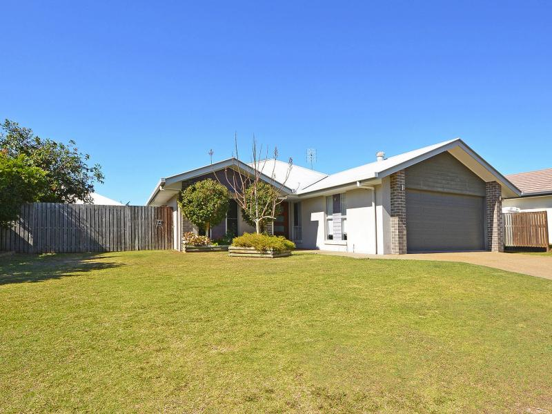 MUST BE SOLD - EXCLUSIVE PARKLANDS, POSITIONED OPPOSITE THE LANDSCAPED CENTRAL PARK RESERVE, 20 SOLAR PANELS, WIDE SIDE ACCESS, CARAVAN & BOAT PARKING