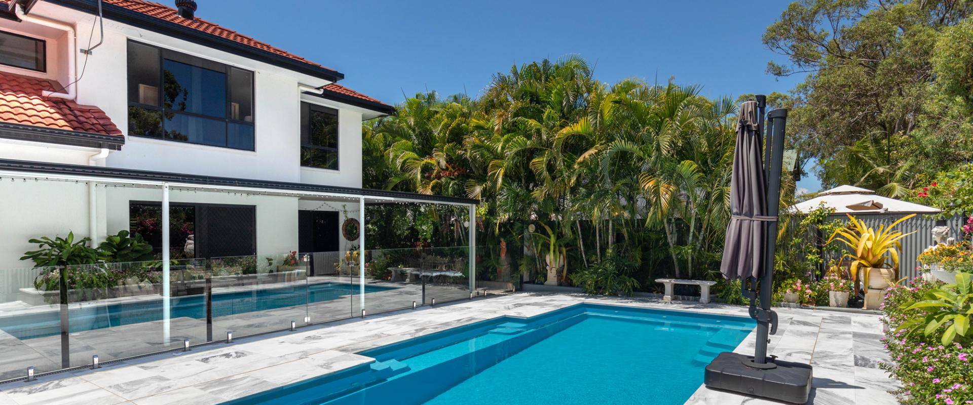 INDIVIDUAL TROPICAL OASIS WITHIN WALKING DISTANCE TO THE SANDY BEACH AND YOUR OWN PERSONAL REAR GATE ONTO THE LINKS CORRIDOR CYCLE PATH.