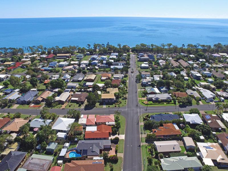 WALK TO THE SANDY BEACH, THE GYM, WITH ITS INDOOR HEATED POOL, TENNIS AND SQUASH COURTS, BOTANICAL GARDENS, BOWLS CLUB AND THE URANGAN SHOPPING CENTRE