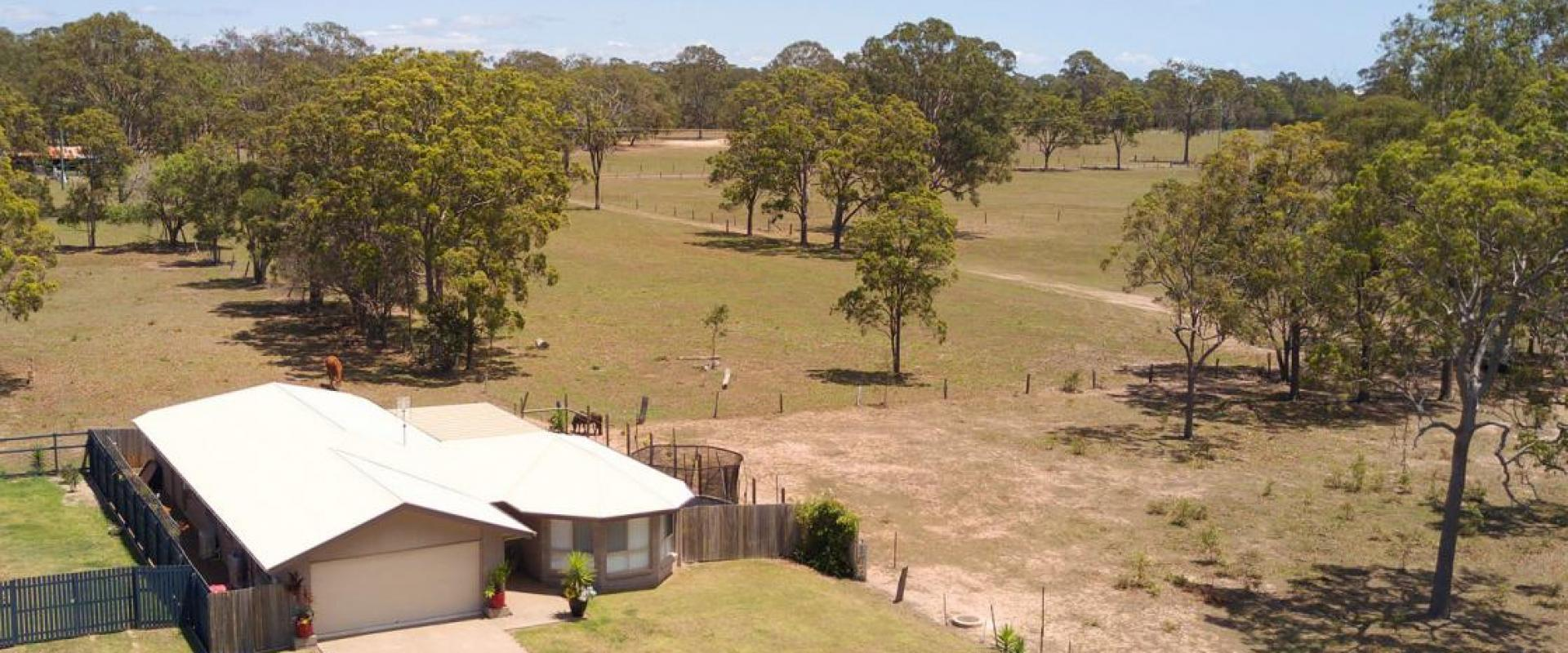 ACREAGE VIEWS WITHOUT THE MAINTENANCE, WIDE OPEN SPACE, PEACE AND QUIET, ABUNDANCE OF WILDLIFE INC CATTLE, HORSES, KANGAROOS, KOOKABURRAS & COCKATOOS