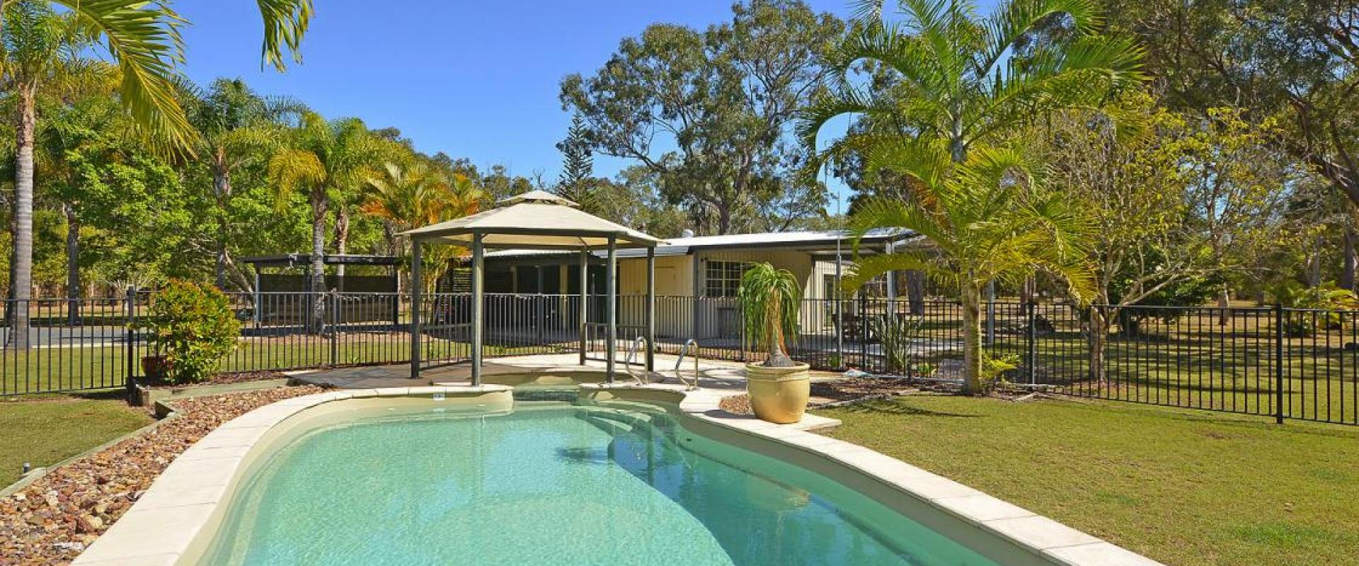 PRIVATE 5 ACRE RESORT CLOSE TO TOWN, GUEST ACCOMMODATION, 4 CARAVAN SITES, POWER, WATER, POTENTIAL RESORT STYLE BUSINESS S.T.C.A. SWIM POOL, JACUZZI.
