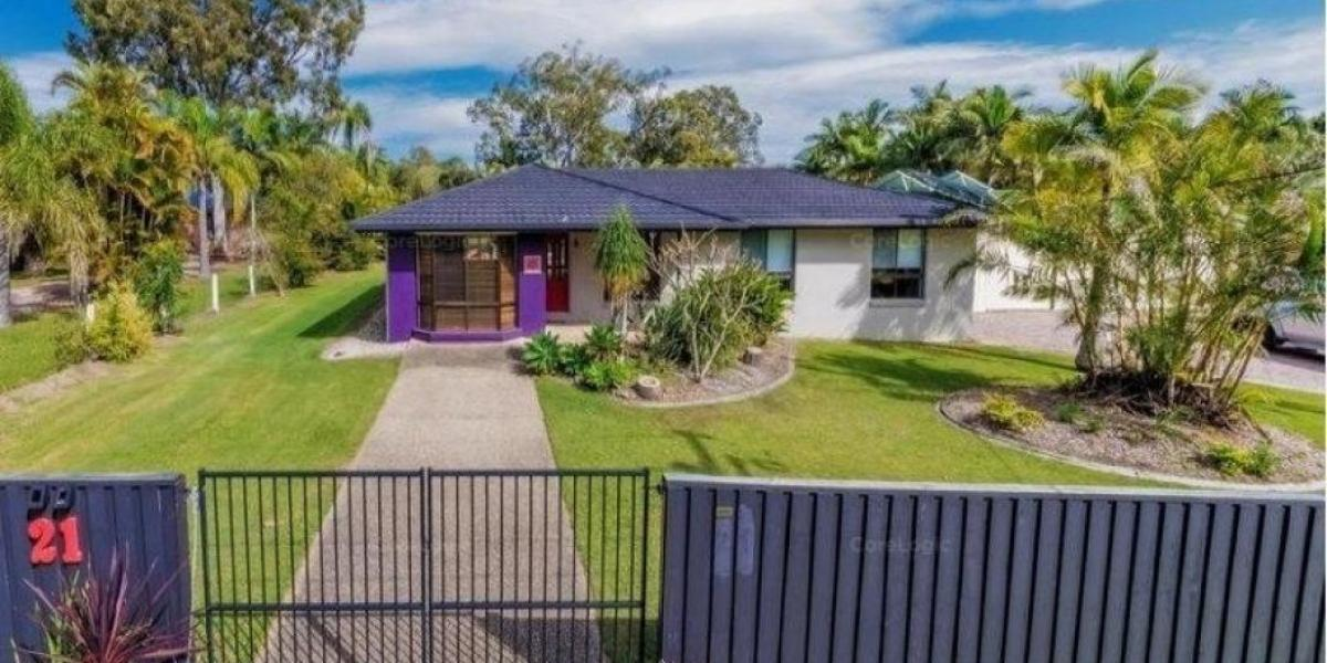 UNDER APPLICATION - Gorgeous Duel Living, Large Residence with additional Granny Flat on a shared three quarter of an Acre Block!