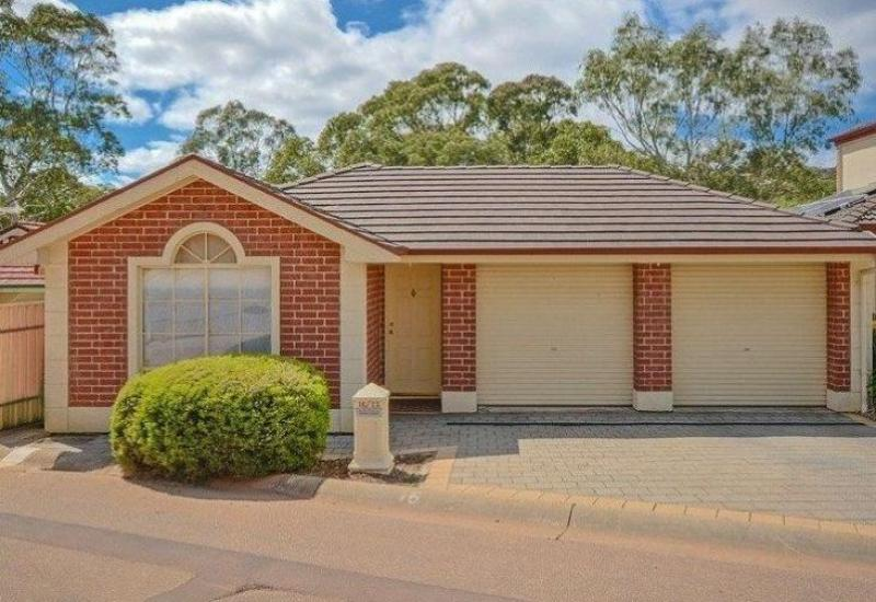 Spacious 3 bedroom courtyard home in great location