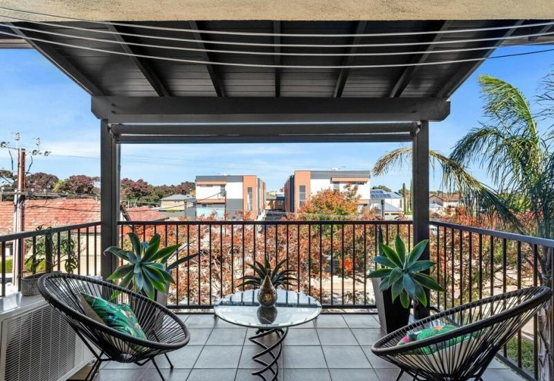 Set on Selby Street, so private and so close to the City