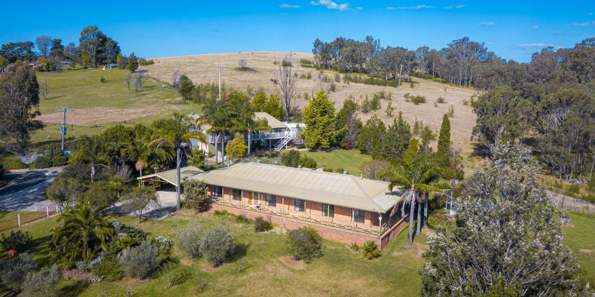 PERFECT PROSPECTS - ACRES - POSITION, PRIVACY - HOMESTEAD & ANNEX