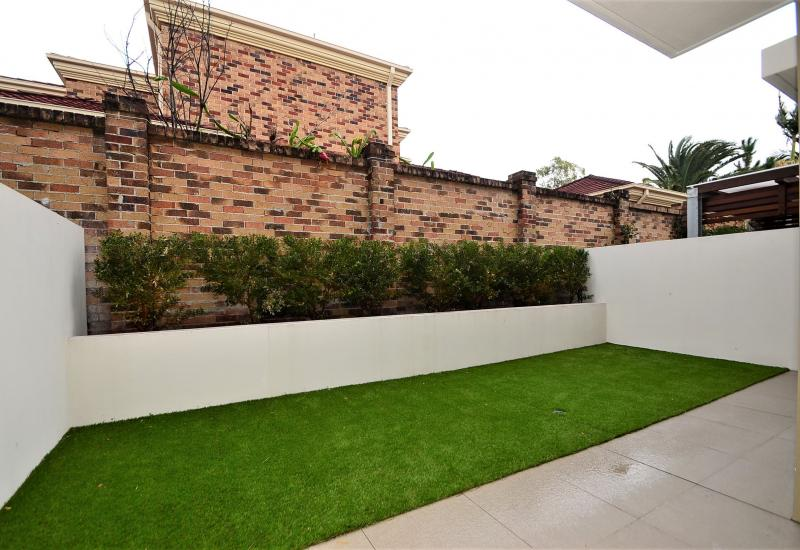 Robina Rental - Modern, Chic and Central