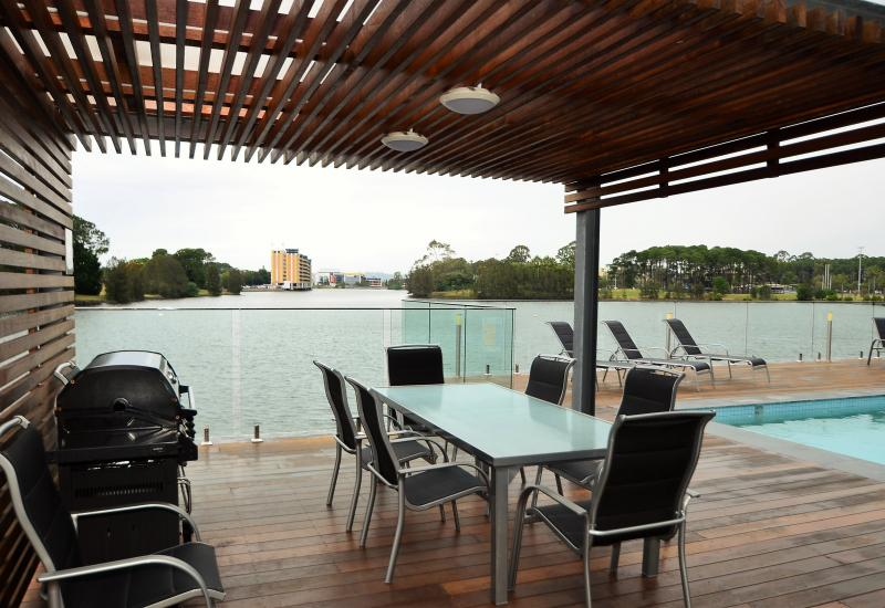 Robina Rental - In the hub, 6 or 12 month available