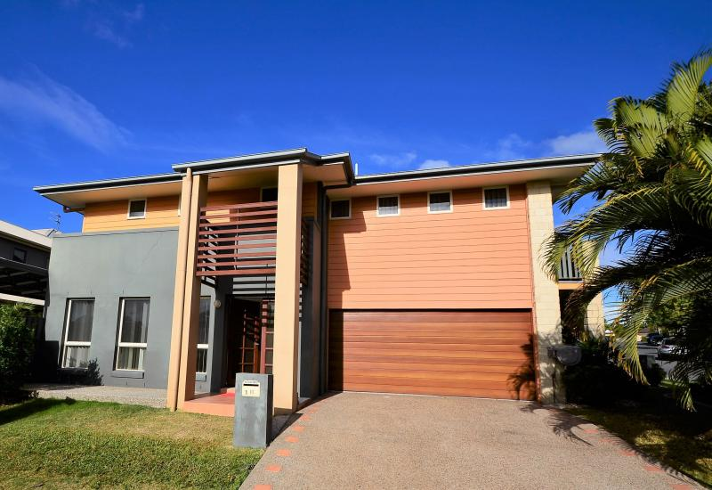 Varsity Lakes Rental, Central Family Home - Available Now!