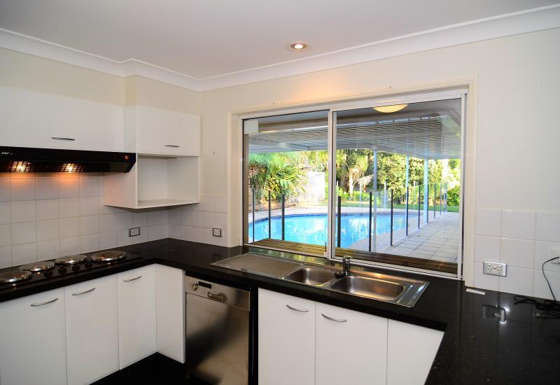 Robina Rental, Robina Resort Style -  Central 4 brm/2bath/2LU