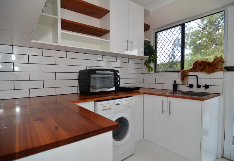 Mudgeeraba Rental - Furnished or Unfurnished, 1 brm, 1 living studio unit, plus  garden with view, use of pool