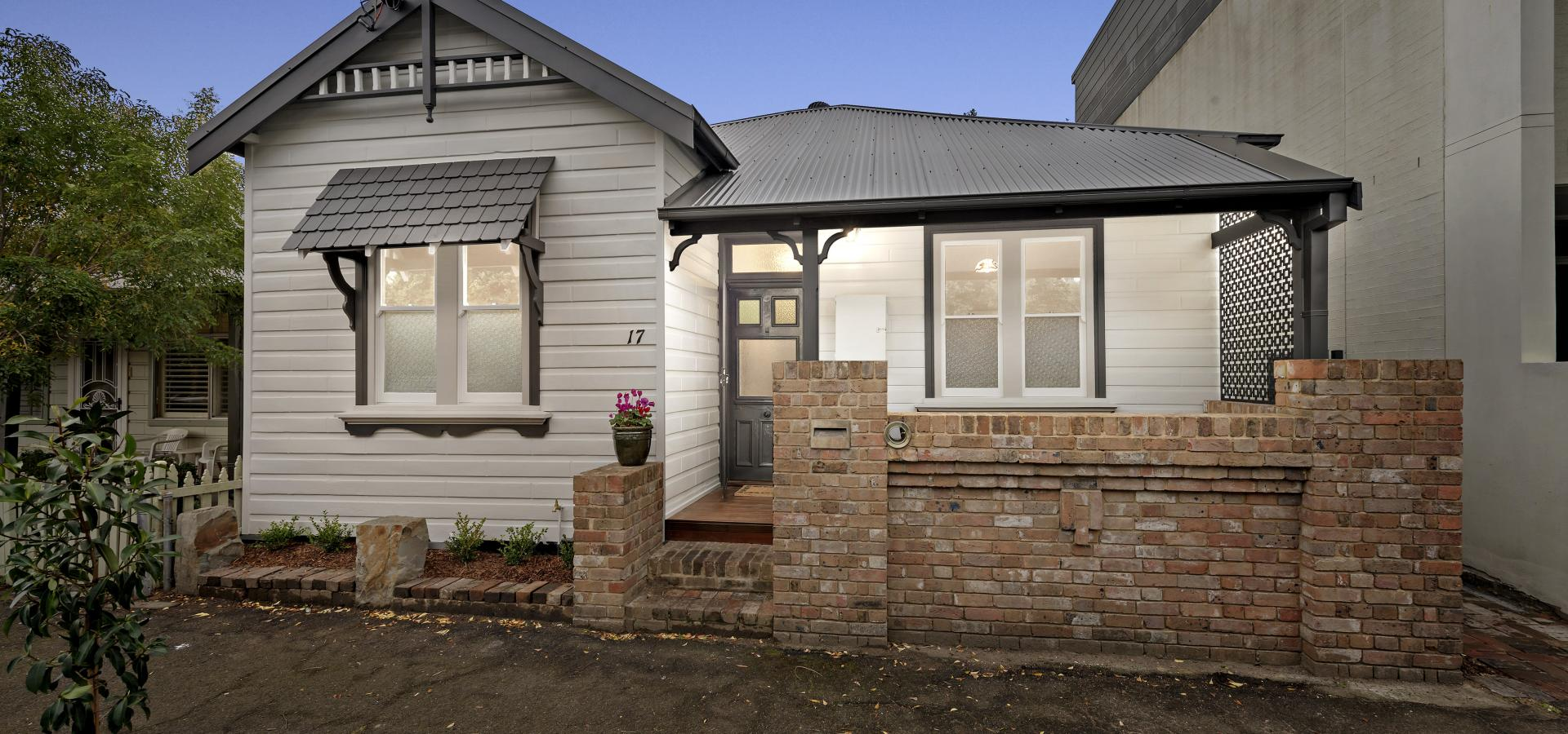 Fully renovated 3 bedroom home in a fantastic harbourside location