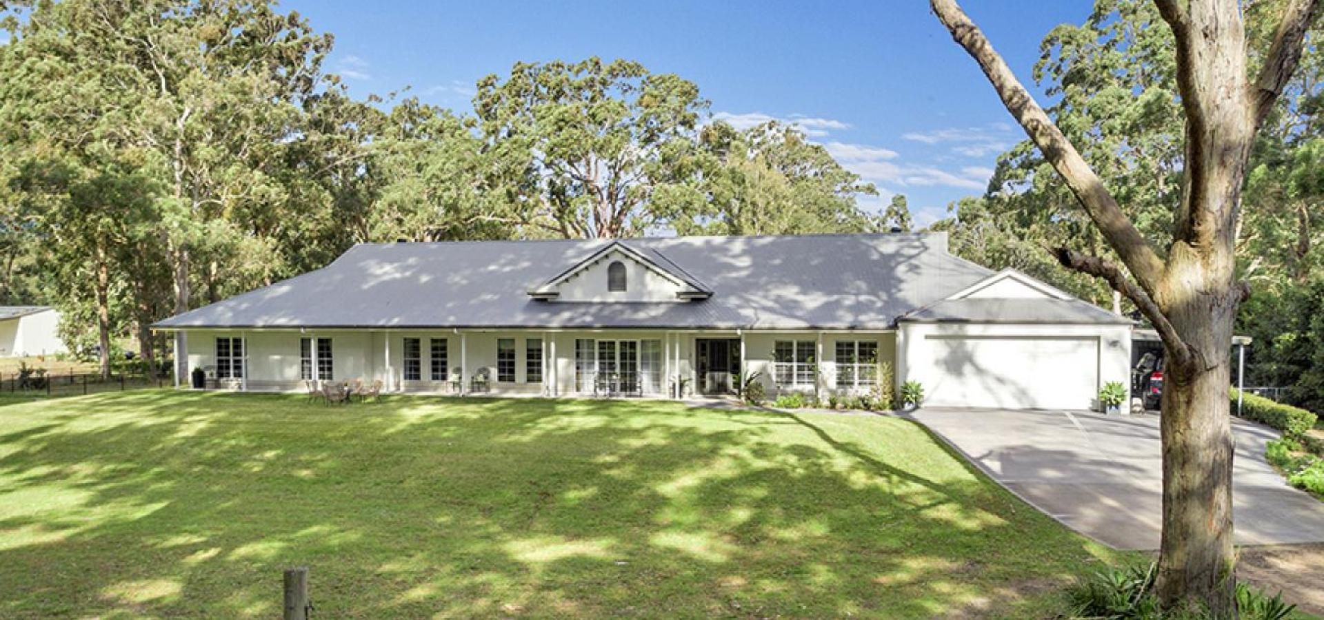 Stunning Palatial family home on an acreage 30 miuntes from Newcastle CBD