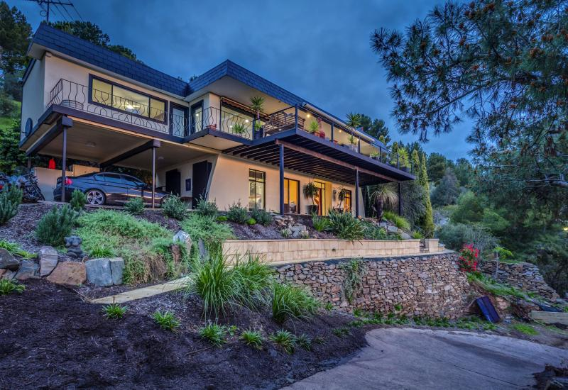 4 BEDROOMS WITH SPECTACULAR VIEWS