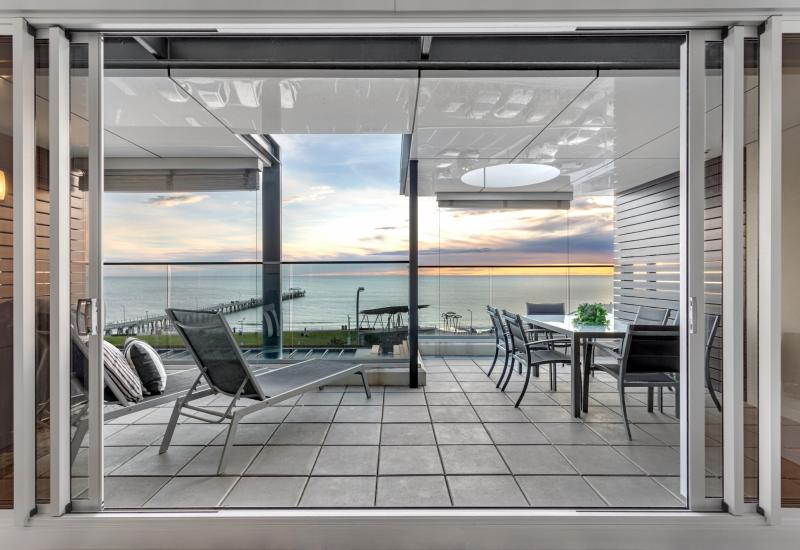Sophisticated Top Floor Penthouse Apartment with Simply Breathtaking Beach and Ocean Views