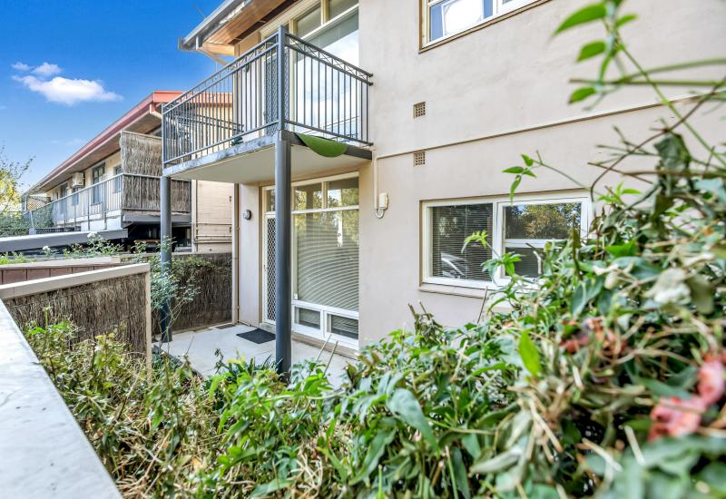 Close to Everything - Ground Level Unit with an Approx. 60sqm Rear Courtyard