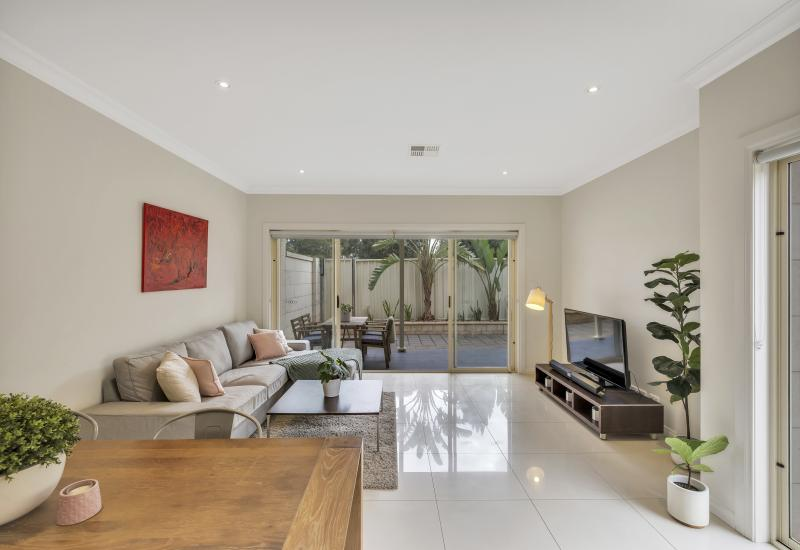 STYLISH 2 STOREY COURTYARD HOME IN AN OUTSTANDING LOCATION