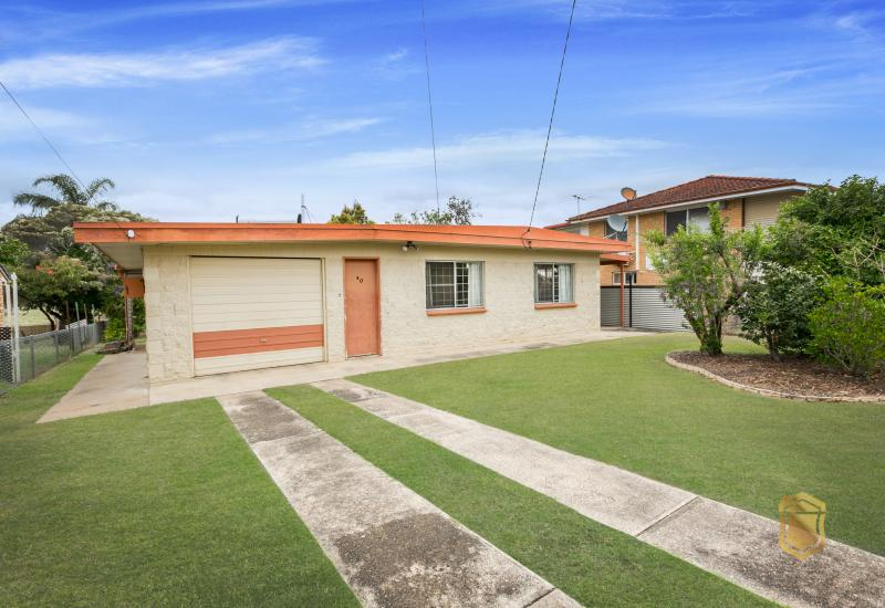 LOW MAINTENANCE 3 BEDROOM HOME IN ONE MILE