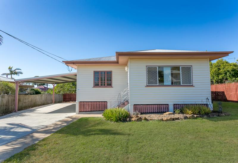 CHARMING COLONIAL COTTAGE IN BOOVAL