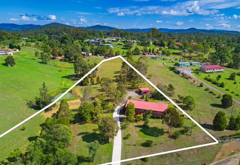 Peaceful and convenient acreage lifestyle package