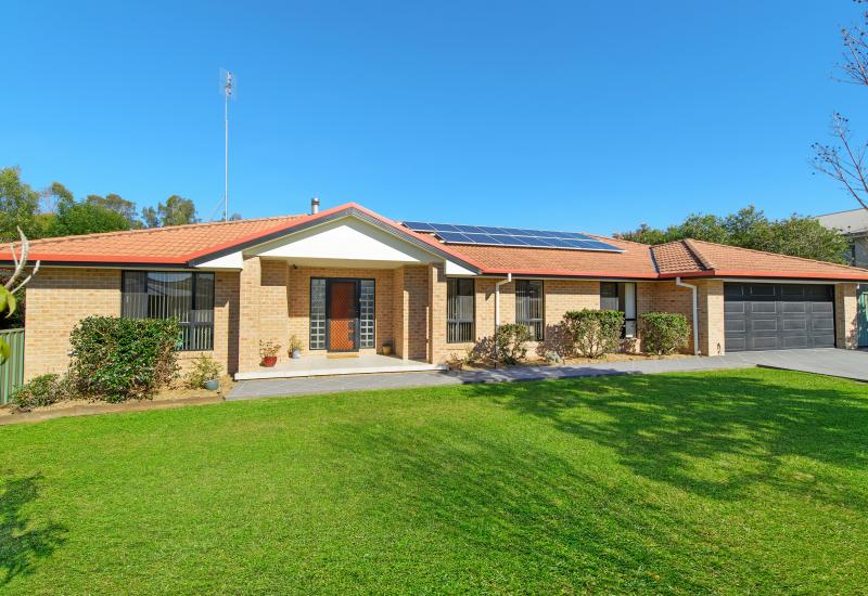 Feature-packed on over half an acre