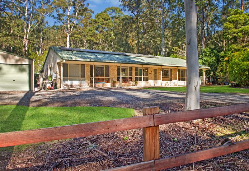 Peaceful acreage property in established area