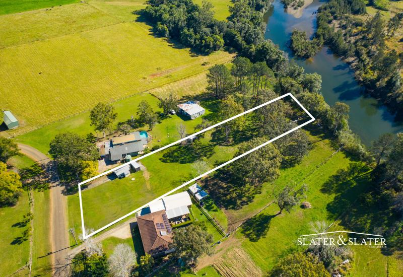 Rarely available one acre on the Hastings River