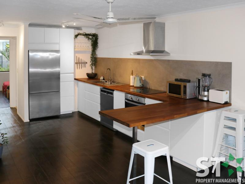 Newly Renovated 2 Bedroom Oceanside Apartment