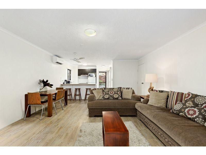 Renovated 1 Bedroom Unit : Ocean Front Living!! ELECTRICITY, WATER & WIFI - FREE!!!!!