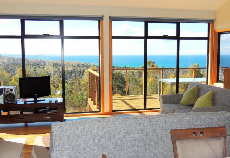 Amazing Views – 21 Acres - 2 Mins to Beach