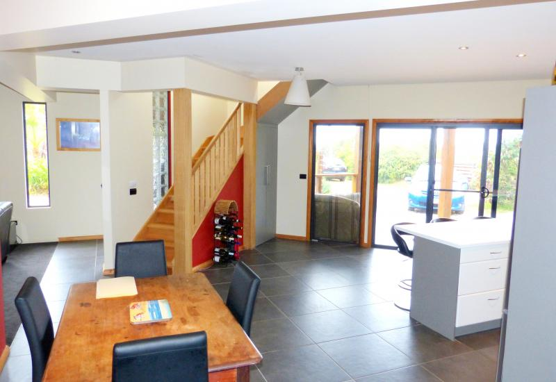 Contemporary Home, Ocean Views, Large 1973m2