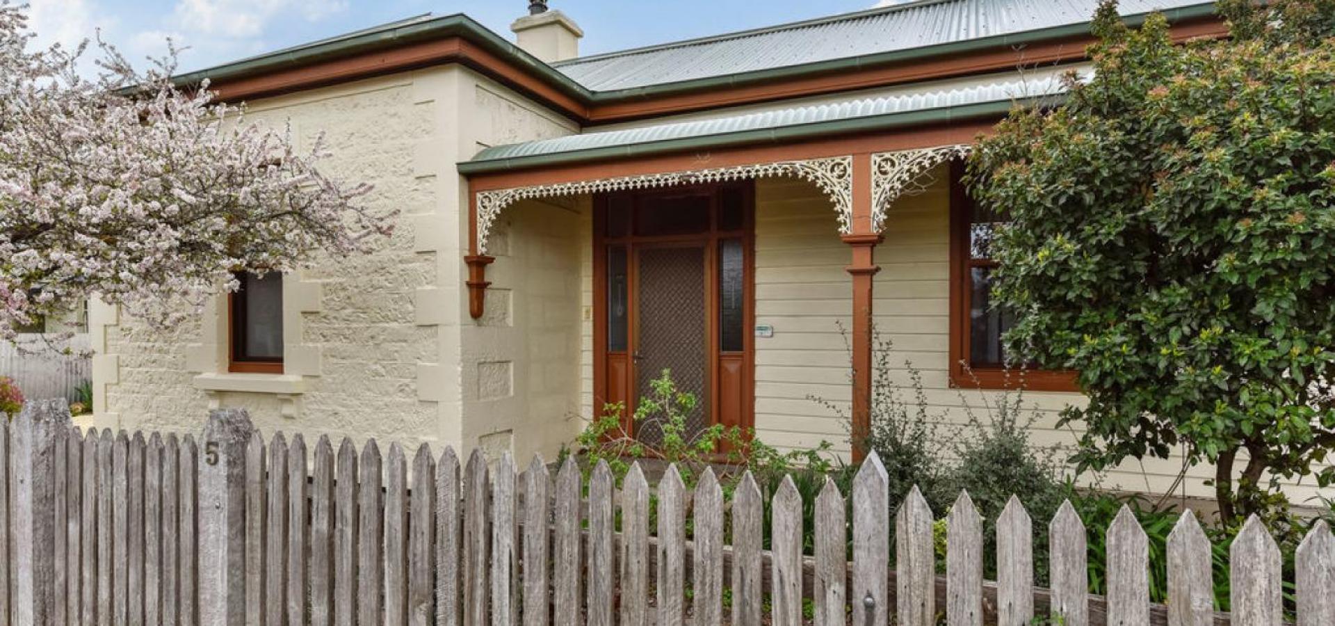 Circa 1880s Villa; Scale, elegance & modern-day convenience