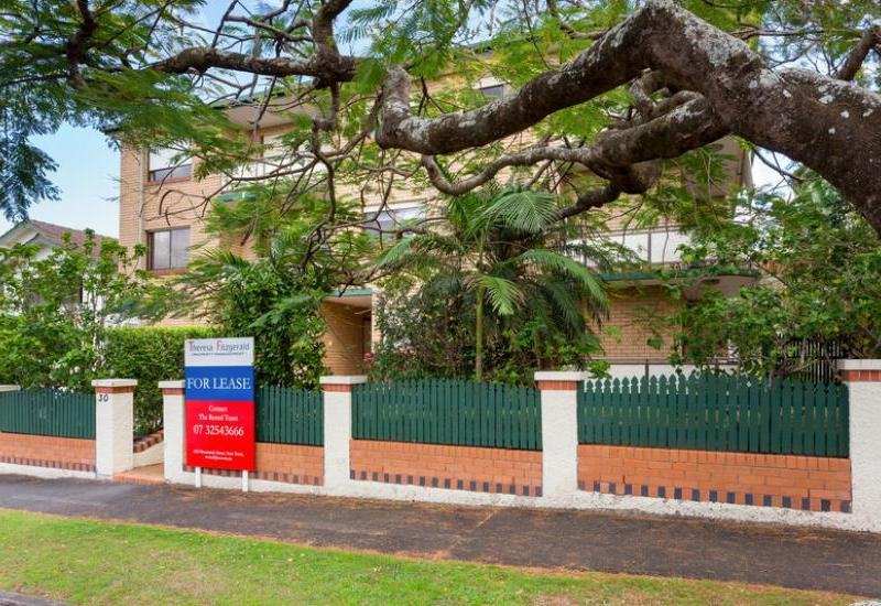 CONVENIENTLY LOCATED NORTH FACING UNIT WITH AIR-CON