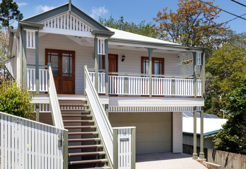 FRESHLY PAINTED 4 BEDROOM HIGH-SET QUEENSLANDER