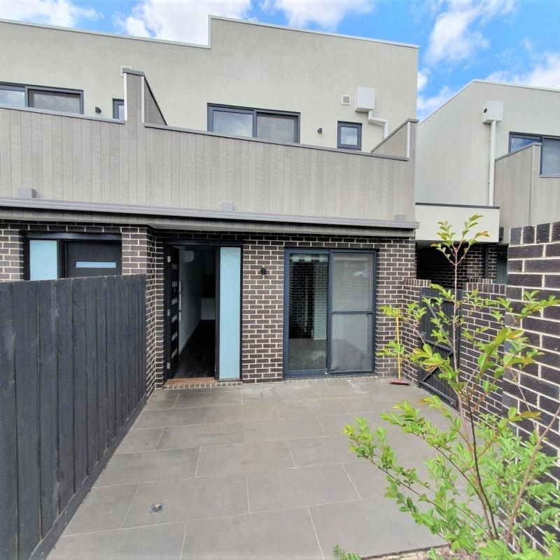 Newly built designer townhouse in a convenient location!