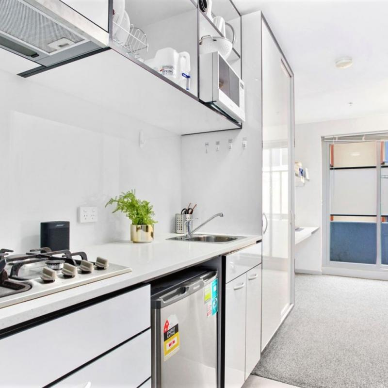 Modern Fully Furnished 1 Bedroom Student Apartment in ideal Clayton Location