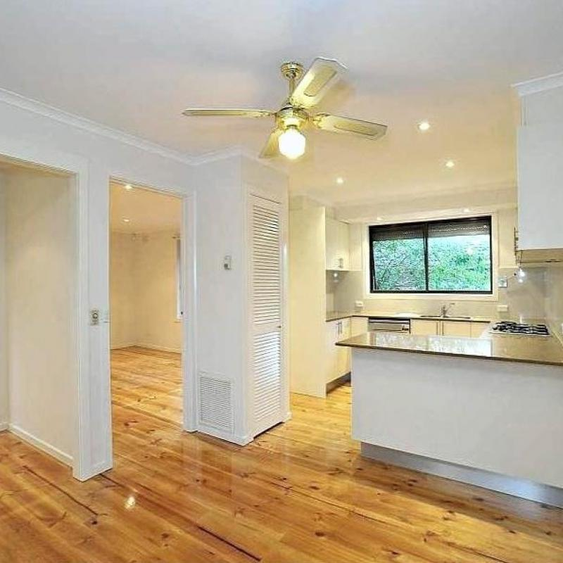 Close to Bayswater Station & Shops