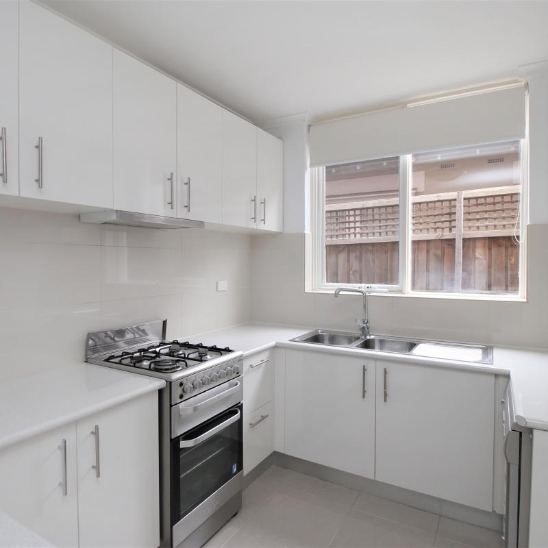 Large 2 bedroom apartment in a convenient Armadale Location